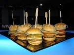 Hamburguesas en el Denim Lounge.